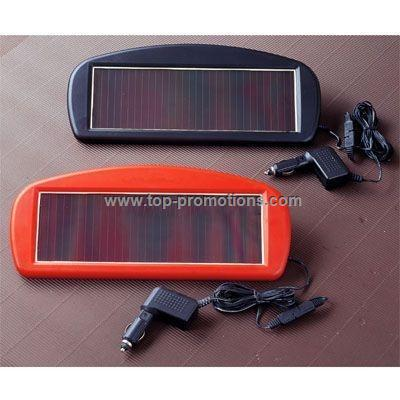 SOLAR-POWERED 12V BATTERY CHARGER