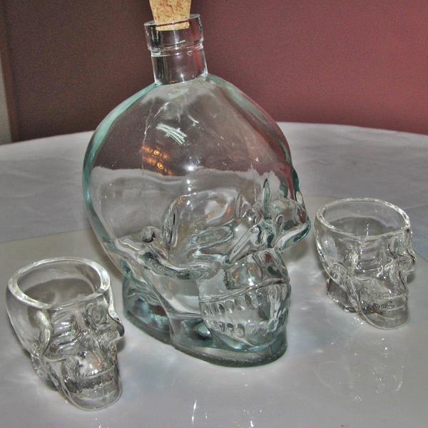 750ml clear skull glass vodka bottle